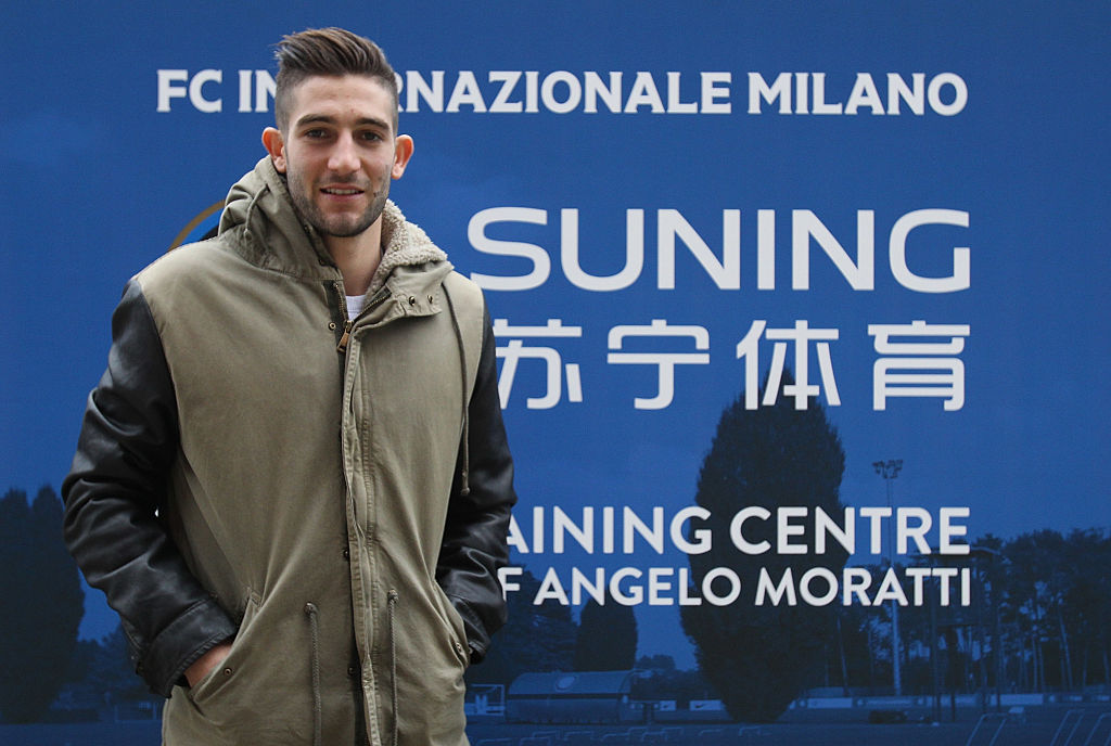 COMO, ITALY - JANUARY 11: Roberto Gagliardini new player of FC Internazionale Milano at the club's training ground Suning Training Center on January 11, 2017 in Como, Italy. (Photo by Marco Luzzani - Inter/Inter via Getty Images)